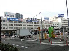 新潟駅万代口。ゲッ雪がない。雪を見に来たのに。