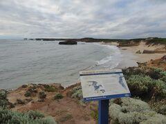 この海岸の沖合でもHalladale号が難破しています。難破船に関連する物語もありました。沢山の珍しい鳥を見ることができるトレッキング・コースもありました。オーストラリア人と思われるカップルがトレッキング・コースを進んで行きました。  我々は時間の余裕がないので、景観の見学だけで済ませます。