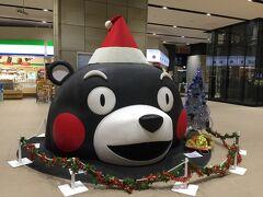 熊本駅  くまモーン!!  九州新幹線乗りまぁす。  前、鹿児島からみずほに乗って、つばめに乗り換えたんですよね~。  その経験があったので、新幹線に乗ってもどれくらいか、博多駅から空港へ 行くか予想ができたので役に立ちました。
