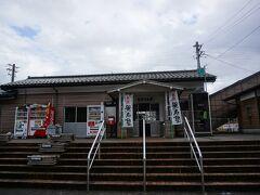 のと鉄道の駅があったので、寄り道。 お~、歴史を感じさせる駅舎。