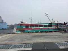 浜松町の港から。 こちらの高速船に乗って新島へ向かいます。 揺れないか、超絶心配。。。