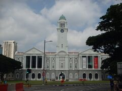 私の好きな建物「ビクトリア シアター & コンサートホール」を見つつ