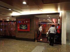 チャンギ空港に戻り、プレミアムチェックインカウンターで手続きをします