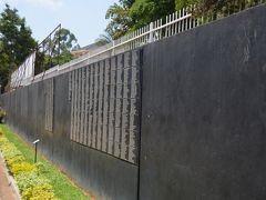 虐殺された多くの犠牲者の名前が刻まれている。 ルワンダまで来ると、日本人旅行者をチラホラ見かけるようになった。日本人ツアー客もきていた。