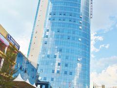 バイタクでキガリ中心部にあるシティタワーまで戻ってきた。シティタワーはキガリで最も高い高層建築だ。