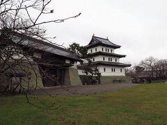 100名城巡りで訪れたかった松前城。 こじんまりとしたお城でした。 もう少ししたら桜の季節で綺麗かもしれません。