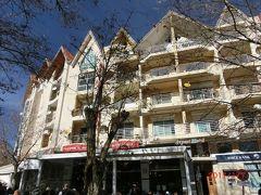 APPART HOTEL DIAFAT LA PAIXです。 BMCE という銀行も同じ建物にあり、 Café Restaurant La Paix も並びにあります。 隣は Hotel Chamonix が続いています。