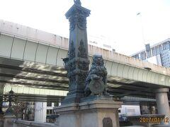 橋柱の彫刻です。