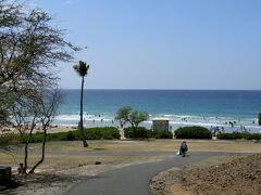 帰り道にちょっとだけ寄り道。  借りたカーナビが、とっても押していた場所 ハプナビーチ  以前に全米ナンバーワンビーチに選ばれたこともあるんですって。(カーナビのうんちくより)