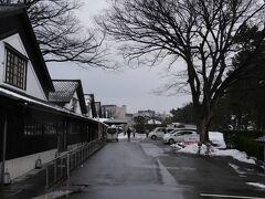 駅から徒歩約15分。山居倉庫に到着。 観光ポスターなどでなかなか味わいのある風景だと感じ訪ねた。