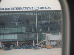 ノイバイ国際空港へ到着