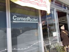 カフェベーカリー「コーナーポケット」で昼食兼バスの時間待ち