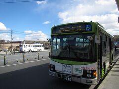 韮崎駅前バス停にて。山交タウンコーチ増富温泉ゆきバスに乗車。ちなみにIC乗車券に対応しているので、SUICA払いにするとものすごい勢いでバスチケットが付く。