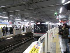 横浜線・京浜東北線が運転見合わせのため、菊名駅からは東急東横線で振り替え乗車。元町・中華街ゆき特急Fライナー