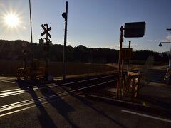 すっかり夕日に染まった小塙駅までやって来ました