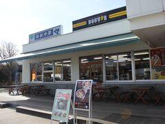 建物内は食堂、売店にドトールコーヒーもある。