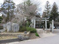 ここでト○ピックスツアーの方々と遭遇。 この後、至る所で遭遇する事になる。 (ツアー3団体もいてビックリ)  「須須神社」