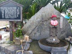 また、松江しんじ湖温泉という温泉も湧き、温泉旅館も点在。 ナトリウム・カルシウム硫酸塩・塩化物泉の温泉で、蛇口をひねると温泉が注がれるホテルもある。