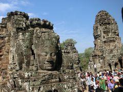 バイヨン寺院は観世音菩薩を祭るために建立された。 これら49 もの四面仏は、クメールの微笑み と呼ばれるそうです。