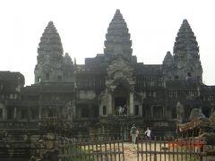 アンコールワットは、 スーリヤヴァルマン2世は、クメール王朝の王(在位:1113年 - 1150年)が建立したヒンドゥー教寺院です。