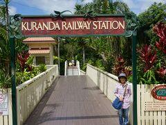 約2時間の鉄道旅 キュランダ駅に着きました ここからダッシュです