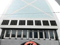 有名な中国銀行ビルの前から、観光トラムの発車するコーズウェイベイに普通のトラムで向かう。
