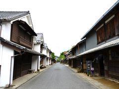 卯之町の名所のひとつ、重要伝統的建造物群保存地区。  宿場の面影が残る町並み。いい感じだ~♪  写真の右手は平入り町屋、左手は妻入り町屋。