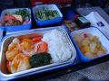 マカオ航空の食事 エビチリ  普通に美味しかったです。  離陸から1時間くらいで食事がでてきました。