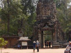 タプロームに到着です。 ジャヤヴァルマン7世が王位について最初に手掛けた寺院です。 アンジーが主演した「トゥームレイダー」の撮影場所です。