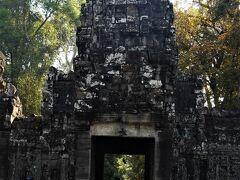 プリアカンに到着しました。 ブリアカンはジャヤバルマン7世がチャム王に勝った地に建造し、父の菩提寺として祀ったとされます。 西塔門