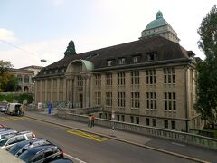 さて、ETHの隣にはチューリヒ大学が立っています