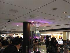 """今回、旅の出発地点は東京駅から。 9:40に""""銀の鈴""""で待ち合わせ。 この待ち合わせ場所を使うのは二人とも初めてだったので、 ツレとお互いに無事会えるのかどうか心配でしたが、すぐにわかりました♪"""