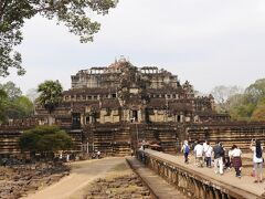 バプーオンです。 ウダヤディティヤヴァルマン2世が国の中心寺院として建立した建物