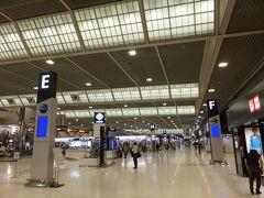 成田空港到着。 今回は、チャイナエアなので第2ターミナル。  (19:36)