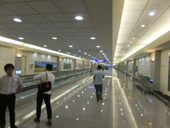 台北到着。  ホーチミンで中国人の登場が遅く待ちが発生した為、 出発が遅れました。 結局、到着も遅れ乗り継ぎ便がやばい!  (16:00 台湾時間)