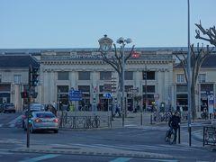 散歩にでます。 お隣がアヴィニヨン中央駅。TGVの駅は離れています。