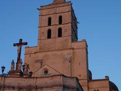 夕暮れの教会。