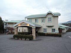 宿泊した「軽井沢ホテル パイプのけむり」の入り口です。