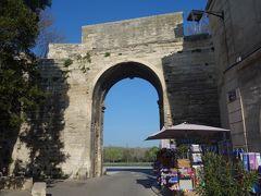 ローヌ門から市街に入りました。