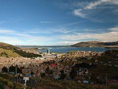 フリアカから陸路でボリビアのラパスへ向かう途中に立ち寄ったチチカカ湖。