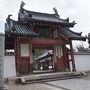 ●萬福寺  名前だけは知っていたけれど…。 初めて萬福寺にやって来ました。 総門です。