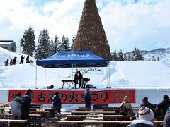この祭りの最後に火がつけられる「塞ノ神」(大きさは日本一)の準備も整っていました。
