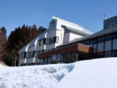 峠にホテルが見えてきました。(  http://shibatouge.com/    )