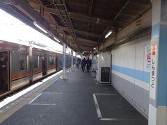 新松戸駅で降りる。 この駅で降りるのも記憶にないぐらい久しぶりだなあ。 常磐線ホームへの行き方を間違える(爆)