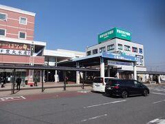 佐貫駅の東口。 茨城県内ではあるが、十分東京への通勤圏内。 うちの会社でもこのあたりから通っている人がいっぱいいる。