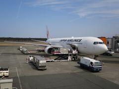 熊本空港へ到着しました。 こちらは良い天気です。 これから空港ライナー(無料タクシー)に乗り 肥後大津駅に向います。