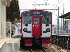 肥後大津駅から豊肥線に乗り新水前寺駅まで行きます。 肥後大津~熊本間はスイカ、パスモ等の交通系ICカードが使えます。 反対の大分方面は震災の影響により現在、運休中です。