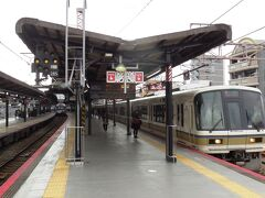 大阪環状線西九条駅で下車、ここと隣の野田駅で撮り鉄タイム。 この駅はUSJを通る桜島線への乗換駅でもある。