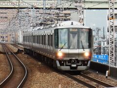 阪和線紀州路・関空快速下り。天王寺から環状線をぐるっと回って、阪和線に入り、途中日根野駅で関空往きと和歌山往きに分割。223系8両編成。