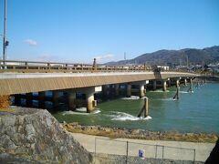 宇治へ。 JR宇治駅は宇治川の平等院側にあるので、川辺まで行って、宇治川をまずは眺める。